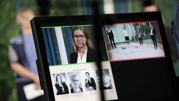 Bild på en skärm som visar deltagare i en digital konferens