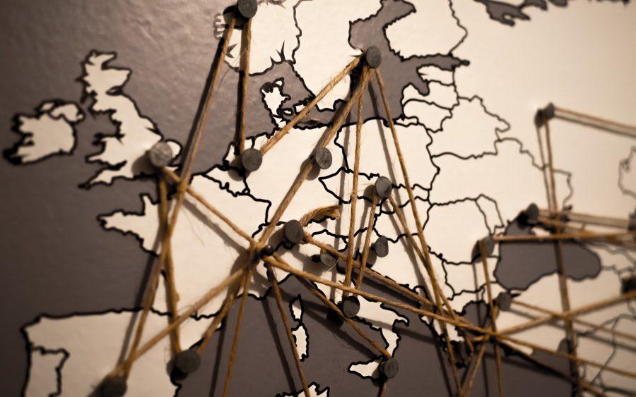Kartbild över Europa med snören som binder samman städer